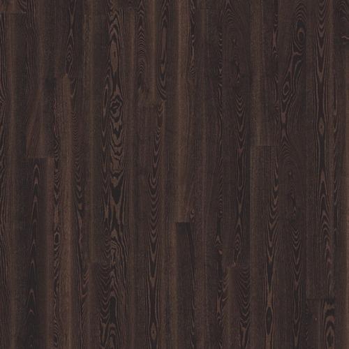 Le parquet contrecollé black copper le charme naturel du bois, les lames se composent d'un parement du bois noble avec un support en latté à fil croisé