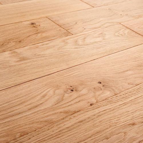 Le parquet massif chêne est naturel, chaleureux, noble, 100% bois très durable, les lames sont en bois massif, et peuvent être collées ou clouées